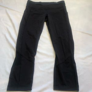 Lululemon Jogging Crop Pant - Black. SIze 6